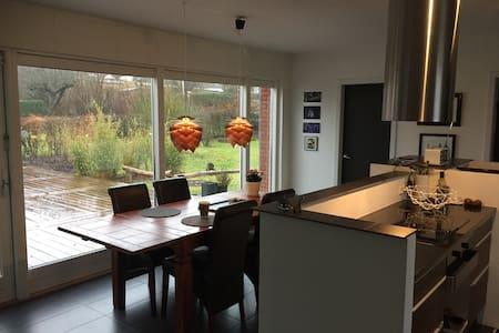 Hus med værelse i rolige omgivelser - Aalborg
