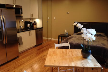 Upscale studio w/bath+kitchen. Faceb00k, G00gle - East Palo Alto