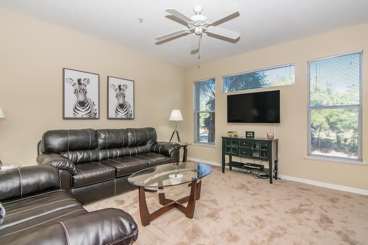 2nd Floor - 2 bedroom 2 bath Condo - Close Downtown Tampa