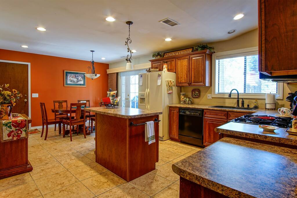 Stunning Kitchen & Dining Space