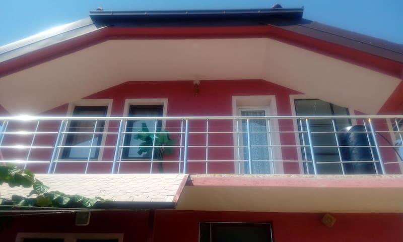 Lihnida House