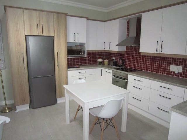 """82 ON MURRAY"" EXECUTIVE APARTMENT: Durbanville"