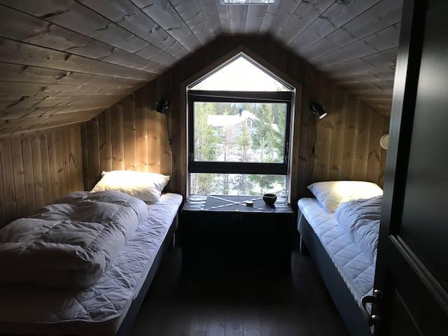 Soverom på loftet Soverom 2: 2 senger. Størrelsen 90x200 212
