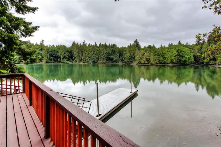 2BR Olympia Cabin on Puget Sound w/Dock & Porch