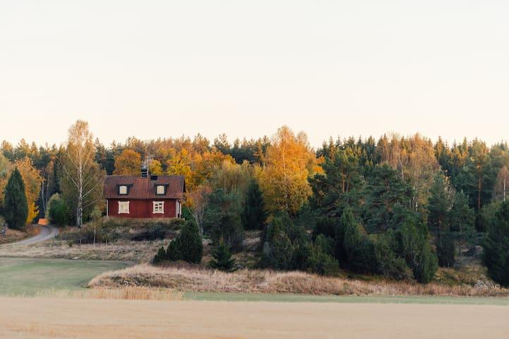Idyllic, beautiful cottage, pool and wildlife! - Nyköping N - Cabana