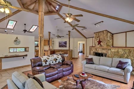 Escape to the open Country FIVE OAKS RANCH