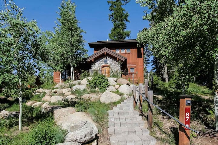 Clearwater Cottage 87 Tamarack Resort: Ski in/Ski Out, Private hot tub, Views!