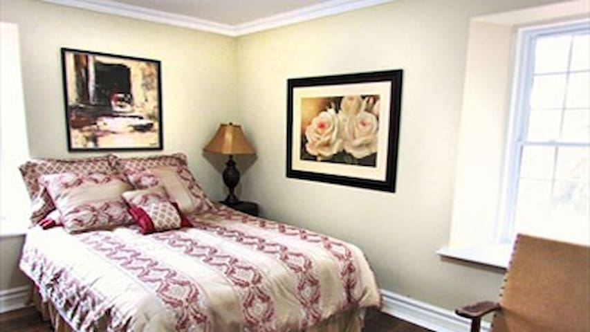 CastleView Inn - Queen - Oro Station - Bed & Breakfast