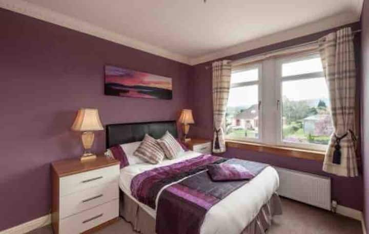 No. 2 Hillhouse Double room with en-suite shower