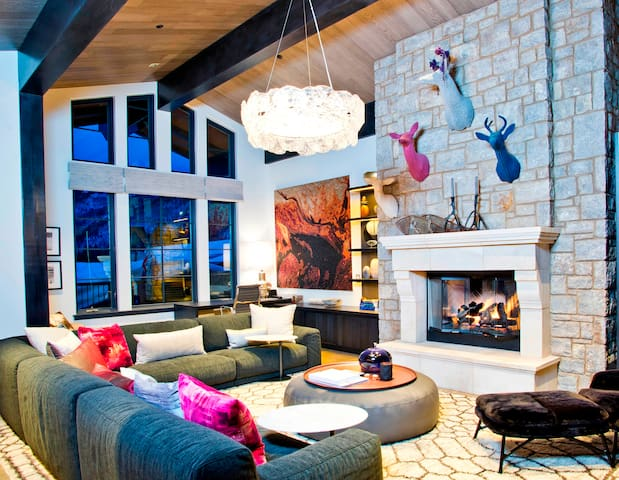 Luxurious Ski-in/Ski-Out 6Br Private Home - Sleeps 16!