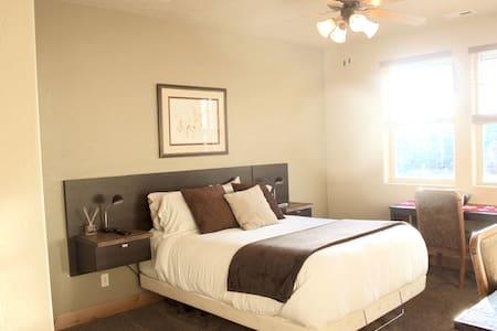 Cozy private room in Redstone, Park City.