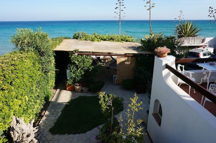 Apartment right on the beach-great outside kitchen - Lido di Noto - Apartemen