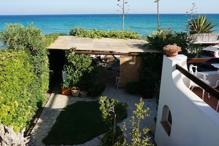 Apartment right on the beach-great outside kitchen - Lido di Noto