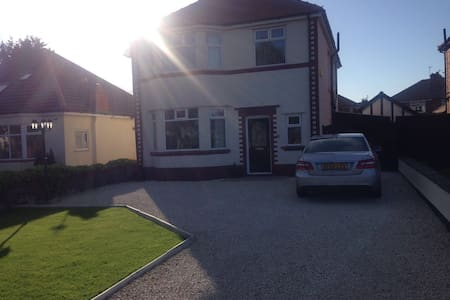 4 bed detatched close to Royal Birkdale - Southport