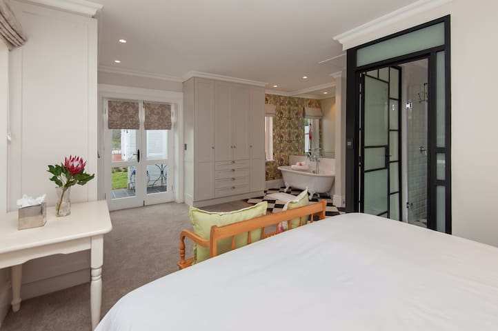 Luxury Room with Views, Pool and full Breakfast.
