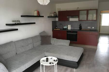 Schöne Gästewohnung/Monteur- /Ferienwohnung in LO!