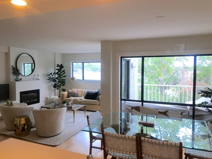 NEW! Gorgeous contemporary villa with water views!