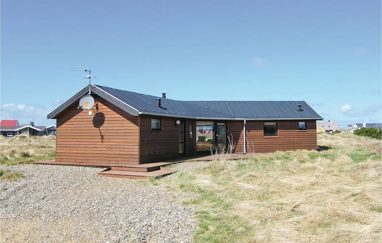 Holiday cottage with 4 bedrooms on 109 m² in Frøstrup