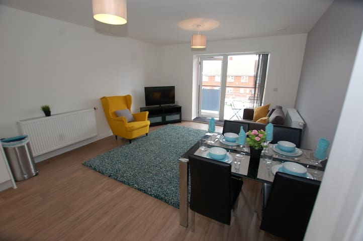 Spacious two bed flat, with balcony and parking.