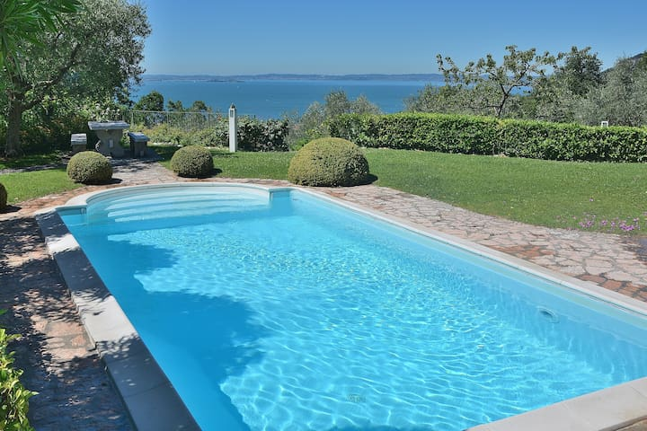 Ai pignoi 2nd Floor - 6 sleeps apartment, pool and view - Garda - ガルダ(Garda) - 一軒家