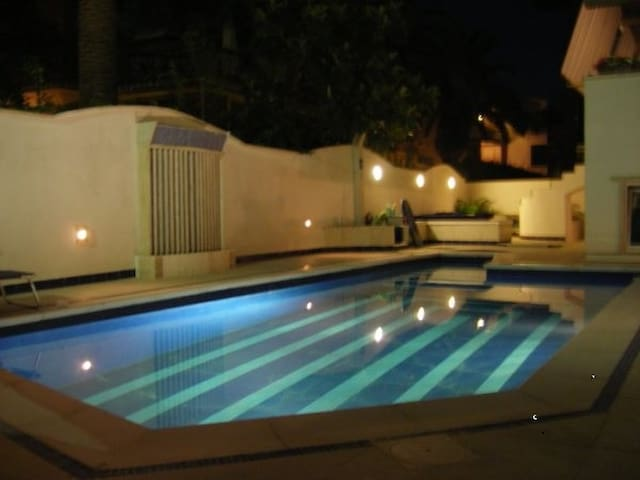 Villa with swimming pool 200 meters from the sea
