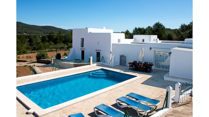Villa Can Reiet is a lovely finca with private pool and tennis court.