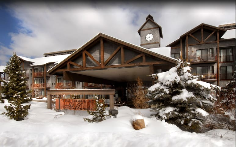 The Lodge at Stillwater Queen bed hotel room - Heber City - Other