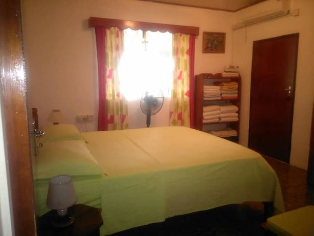 Chambre Maison D'hôtes - Mahe - Casa