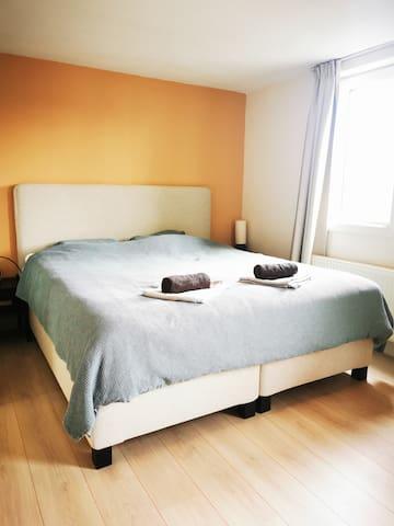 Quiet bedroom with King size bed - 180cmx200cm -