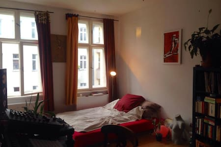 Spacious Room in cosy flat for 1/2 people - Berlín