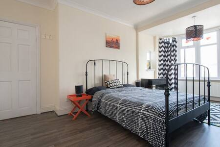East London Large Double room with bay windows - Ilford - Haus