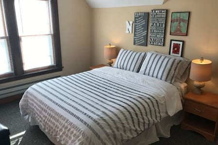 Near Downtown, Comfy Queen [9a] - Minneapolis - Apartmen