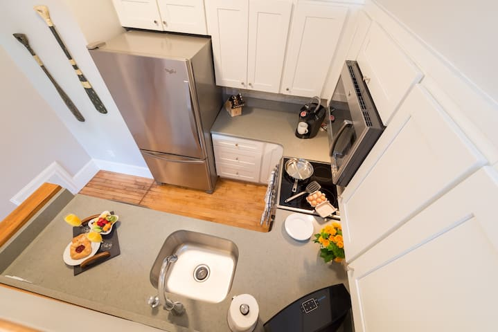 Downtown Location ✓ Fully Equipped Kitchen ✓