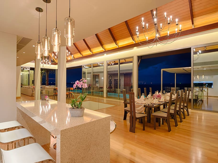 Villa Haleana - Living and dining spaces
