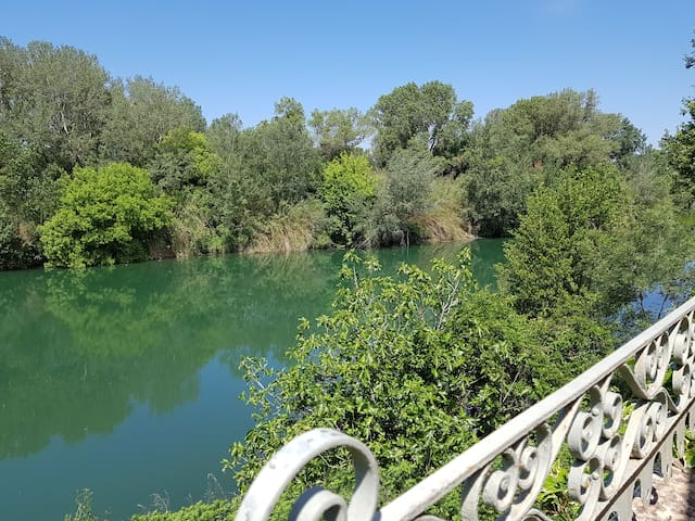 MAISON FACE A LA RIVIÈRE proche du pont du Gard