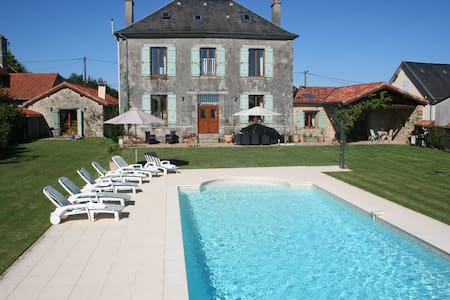 Beautiful Ancienne Mairie with pool & rural views - Bussière-Galant