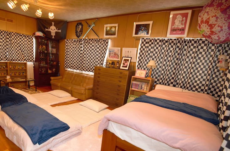 bedroom 2 洋室Between boards room Bed1 Futon3 MAX4