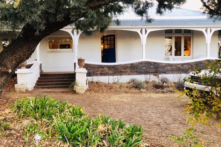 Belmore Cottage - Historic Home - Stroll to town