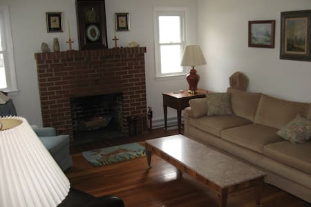 A Cottage With Seasonal Stays Two to Seven Nights - Crisfield - Hus
