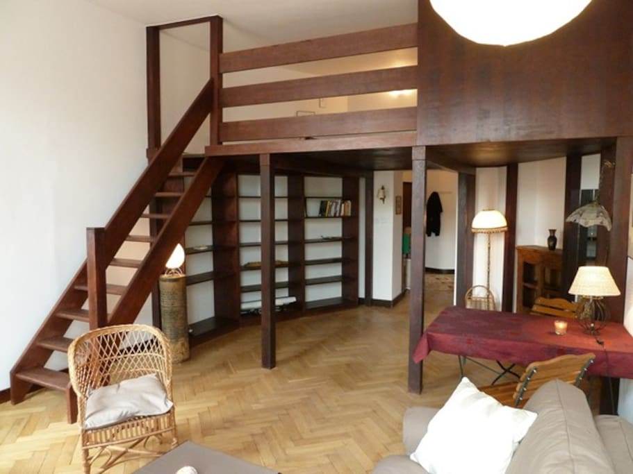salon avec l'accès sur la mezzanine