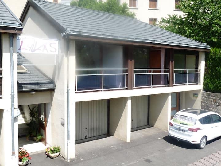Studio duplex à l'étage d'une résidence calme.