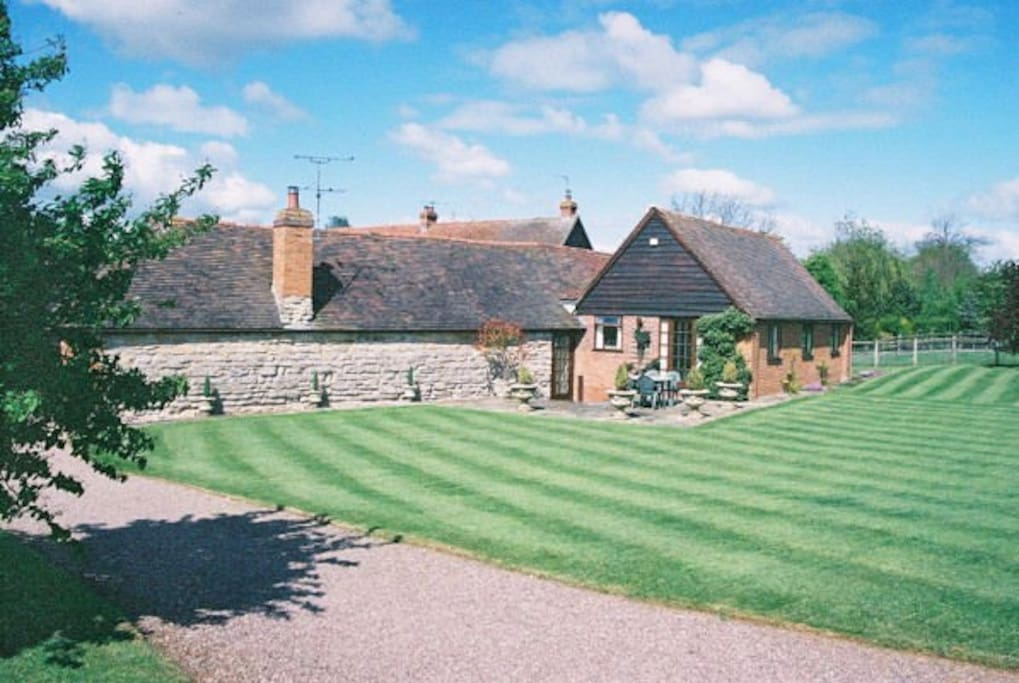 Superb Views and gardens overlooking the countryside the outdoor space