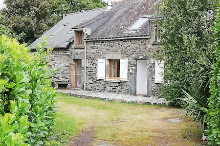 Light & Airy  Stone Cottage- Lac du Guerledan -VTT