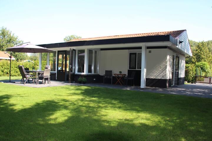 Luxe Bungalow in Denekamp met 700m² privé tuin