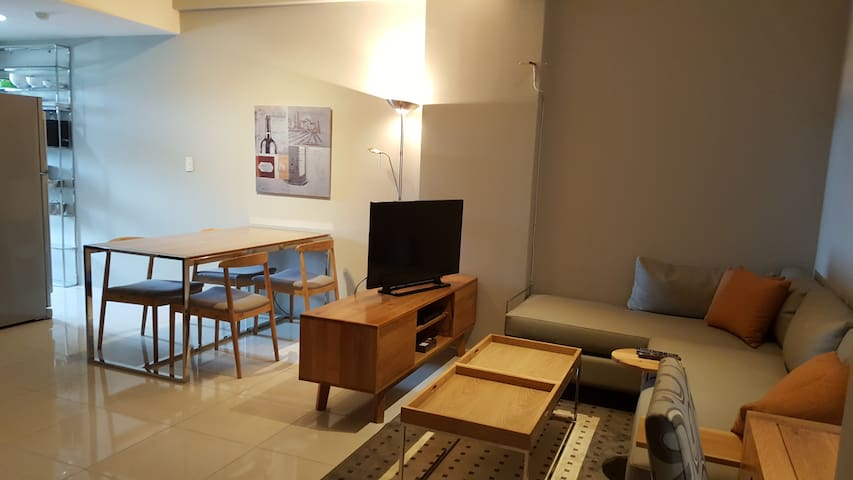 Luxury 1 bedroom western style apartment