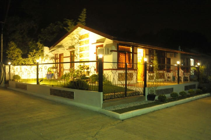 Elegant House to Stay in Davao - Davao City, Davao Region, PH - B&B
