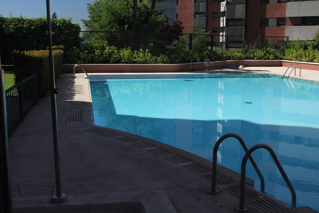 Piso de lujo garage 2 habitaciones piscina apartments - Pisos con piscina en madrid ...