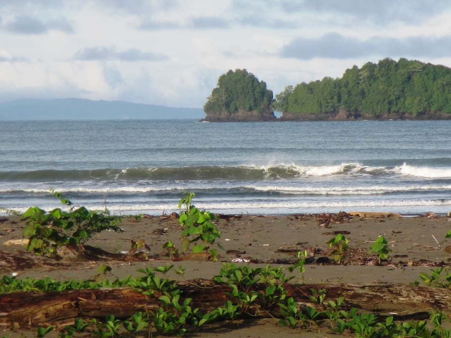 ... a view of the Pacific Ocean entrance to Jurubira ...