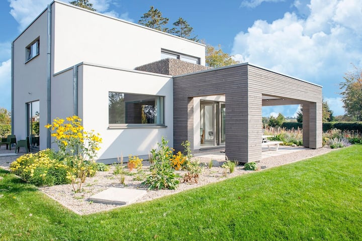 Superb holiday home in Hünningen with jacuzzi