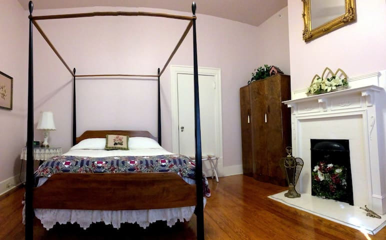 The Hinson House Bed & Breakfast: Sadie's Suite - Marianna - Bed & Breakfast